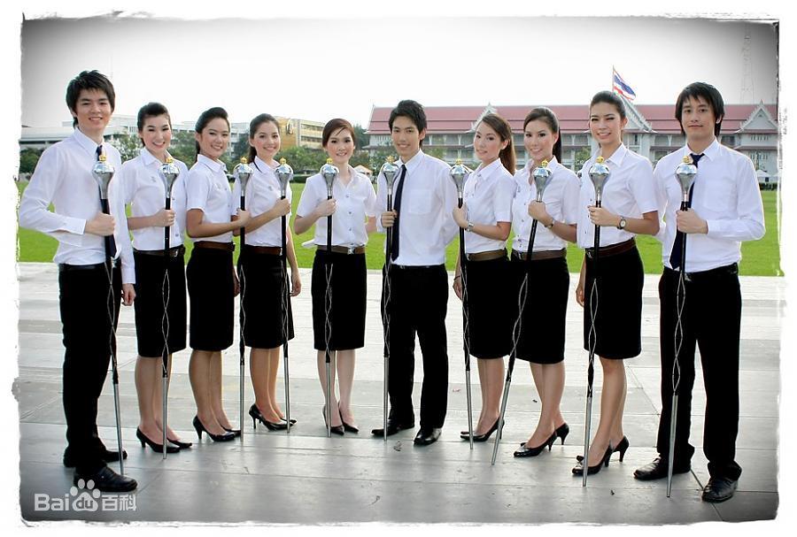 泰国朱拉隆功大学学生制服