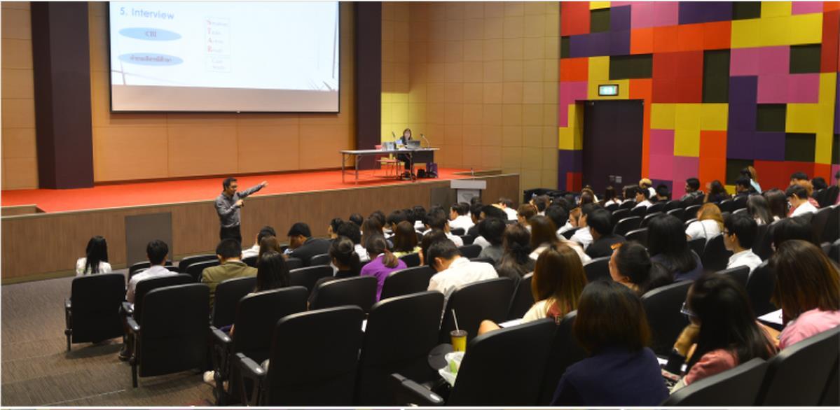 曼谷大学工商管理学院举行就业指导说明会