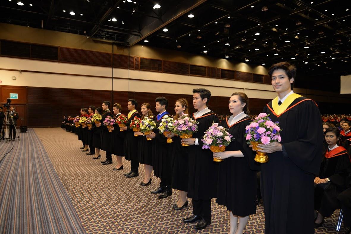 """关于""""曼谷大学毕业季""""点这里"""