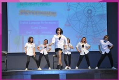 """曼谷大学语言学院举办""""英文秀场""""活动"""