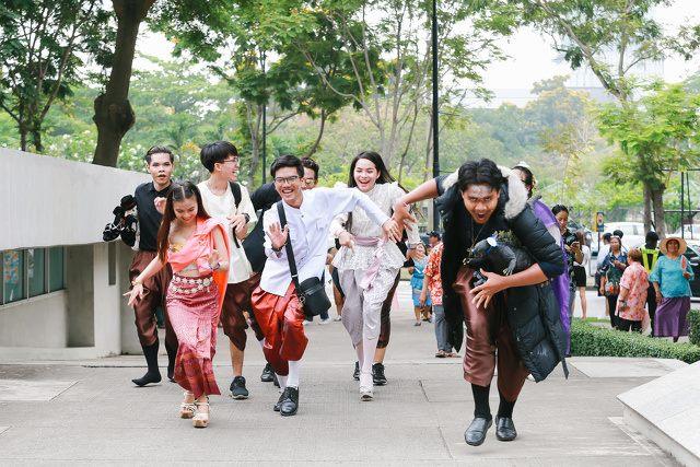 曼谷大学别样的泼水节,与泰剧《天生一对》零距离互动