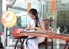 湖南卫视摄制组赴泰国曼谷拍摄新春外景节目 曼谷大学中国留学生积极参与