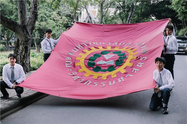 2018泰国曼谷大学工程学院跑旗活动